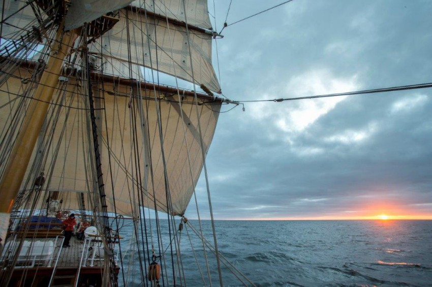 DutchTallShipsSunset_in_the_roaring_40