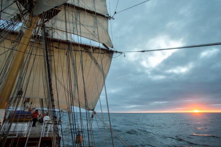 DutchTallShipsSunset_in_the_roaring_40