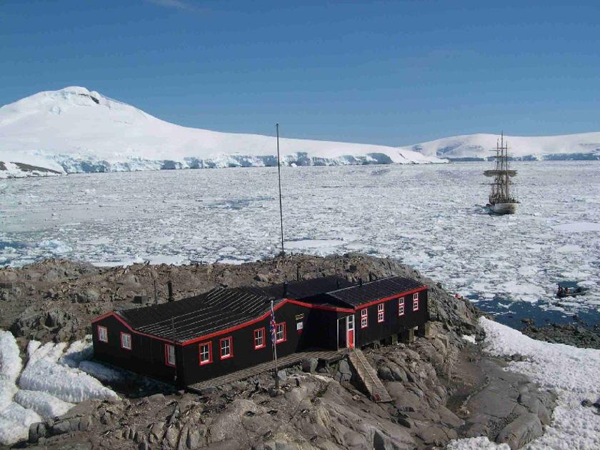 antarcticaeuropaportlockroy_portlockroy