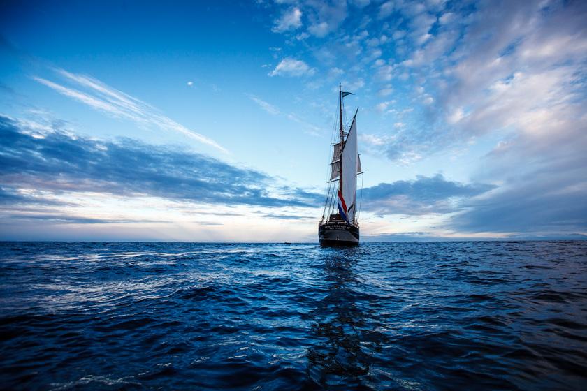 AopZ_Antarctica_2014_Oosterschelde_sailing_away